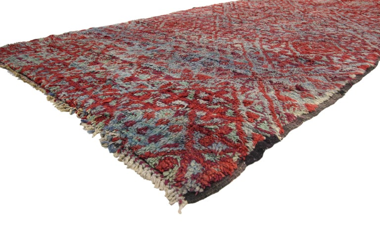 20699, vintage Beni M'Guild rug, Berber Moroccan rug with Tribal style. A happy marriage of Hygge vibes and Bohemian Tribal style are created in this perfectly plush hand knotted wool vintage Beni M'Guild rug. An all-over diamond lattice pattern