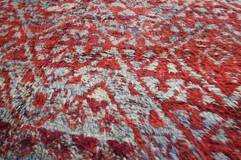 Vintage Beni M'Guild Rug, Berber Moroccan Rug with Tribal Style In Good Condition For Sale In Dallas, TX