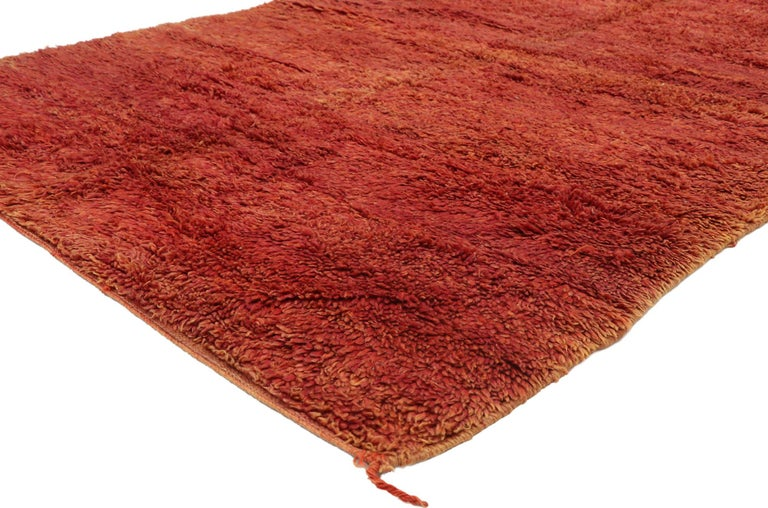 20981, vintage Beni Mrirt rug with Mid-Century Modern style, Berber Red Moroccan rug. This hand knotted wool vintage Beni Mrirt red Moroccan rug emanates function and versatility while staying true to the authentic spirit of Berber Tribe culture.