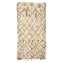 Vintage Beni Ourian Moroccan Rug. Size: 5 ft 10 in x 10 ft 8 in