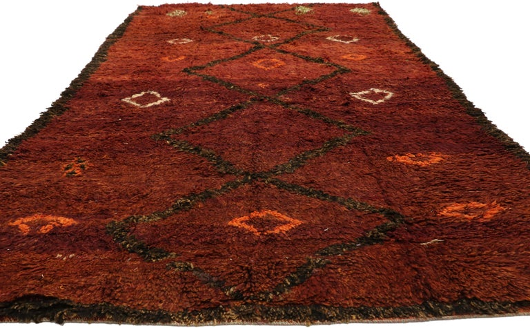 Tribal Vintage Berber Moroccan Beni M'Rirt Rug with a Warm Mid-Century Modern Style For Sale