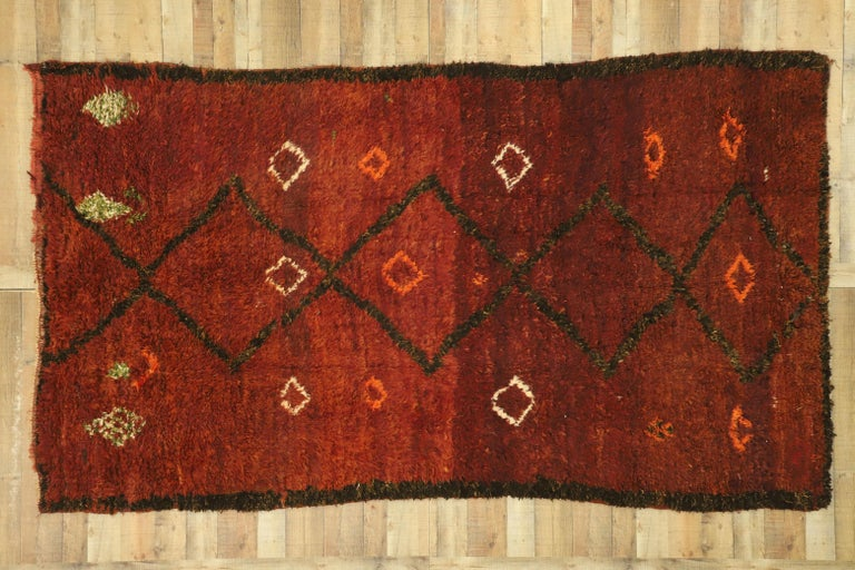 Vintage Berber Moroccan Beni M'Rirt Rug with a Warm Mid-Century Modern Style For Sale 1