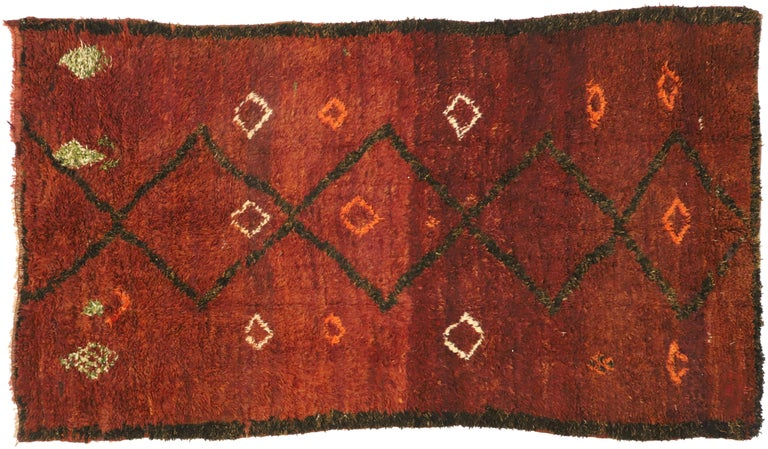 Vintage Berber Moroccan Beni M'Rirt Rug with a Warm Mid-Century Modern Style For Sale 2