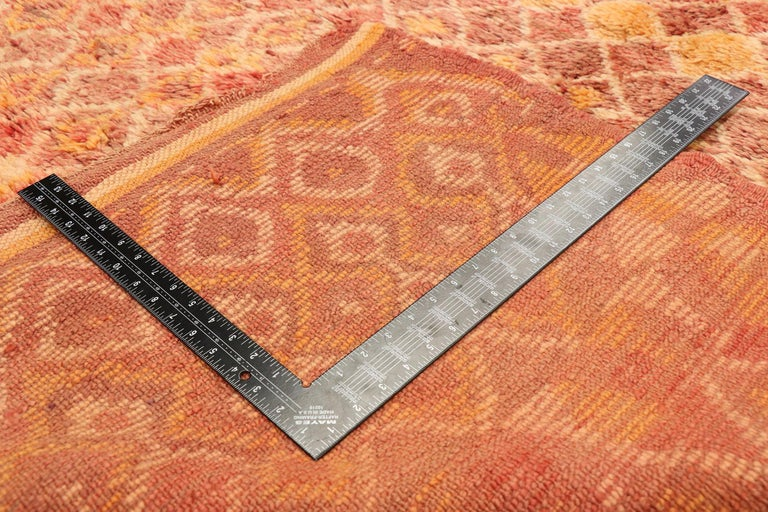 Vintage Berber Moroccan Boujad Rug with Diamond Pattern and Modern Style In Good Condition For Sale In Dallas, TX