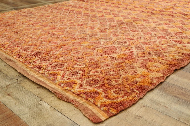 20th Century Vintage Berber Moroccan Boujad Rug with Diamond Pattern and Modern Style For Sale