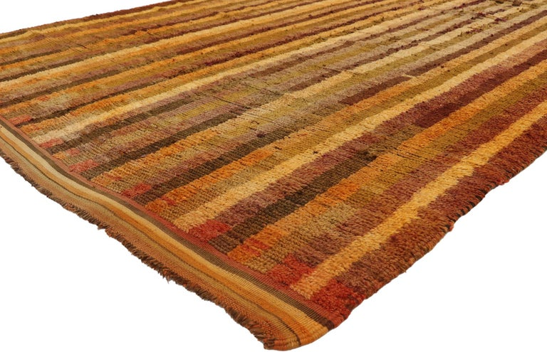 21005, vintage Berber Moroccan Boujad rug with Mid-Century Modern style 06'09 x 10'05. With its warm hues and rugged beauty, this hand knotted wool vintage Berber Moroccan rug beautifully embodies a rustic Mid-Century Modern style. The field