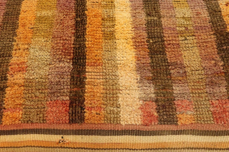 Vintage Berber Moroccan Boujad Rug with Mid-Century Modern Style In Good Condition For Sale In Dallas, TX
