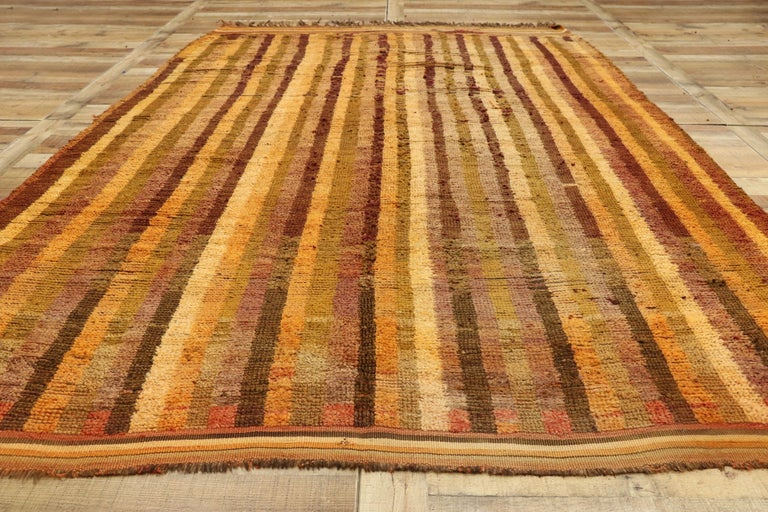 Vintage Berber Moroccan Boujad Rug with Mid-Century Modern Style For Sale 1