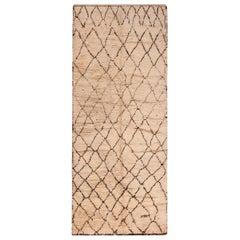 Vintage Berber Moroccan Rug. Size: 4 ft 9 in x 11 ft 7 in