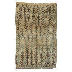 Vintage Berber Moroccan Rug with Fish-Bone Pattern and Modern Tribal Style