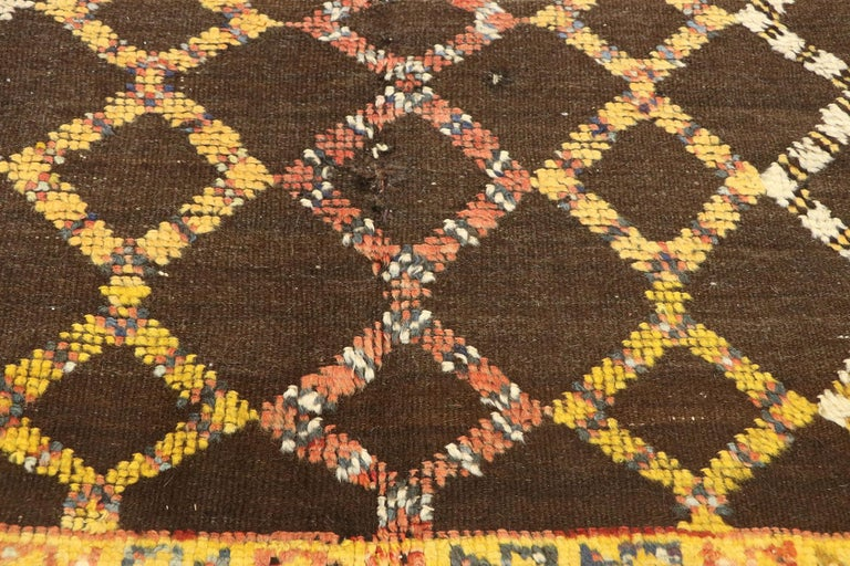 Vintage Berber Moroccan Rug with Mid-Century Modern Style In Good Condition For Sale In Dallas, TX