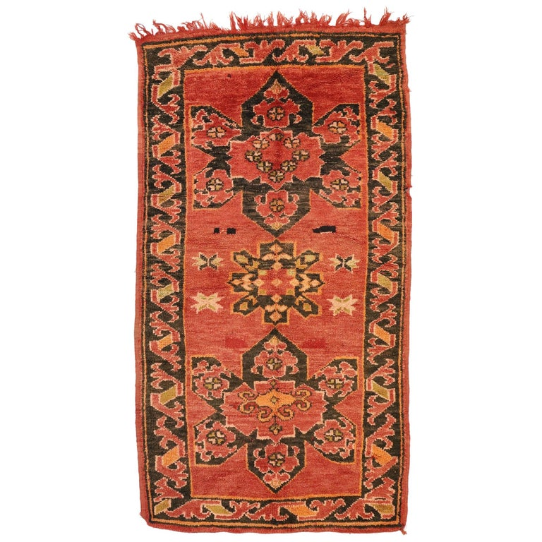 Vintage Berber Moroccan Rug with Mid-Century Modern Style For Sale