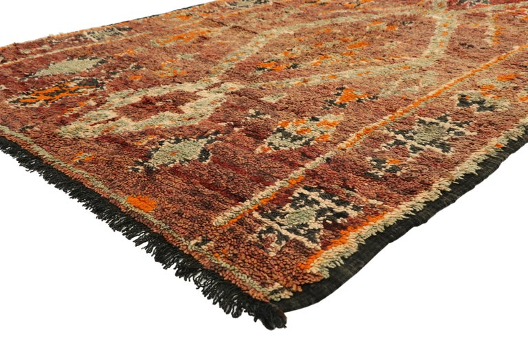 20316, vintage Berber Moroccan rug with Mid-Century Modern style. This hand knotted wool vintage Zayane Moroccan rug features lozenges, X-shapes, fused triangles, zigzag lines, snakes, and burdock symbols, which represents femininity, protection,