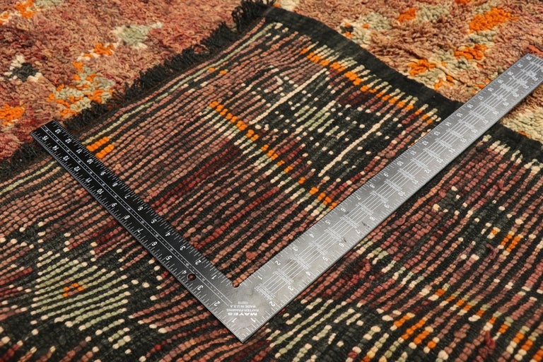 Vintage Berber Moroccan Zayane Rug with Mid-Century Modern Style In Good Condition For Sale In Dallas, TX