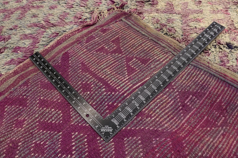 Vintage Berber Purple Boujad Moroccan Beni Mrirt Rug with Boho Chic Style In Good Condition For Sale In Dallas, TX