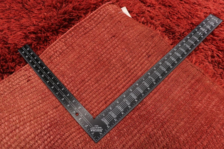 20942, vintage Berber Red Moroccan rug with bold abstract expressionism style 05'05 x 08'08. With its luminous fiery glow, rich waves of Abrash, and bold block of color, this hand knotted wool vintage Moroccan rug draws inspiration from Mark Rothko