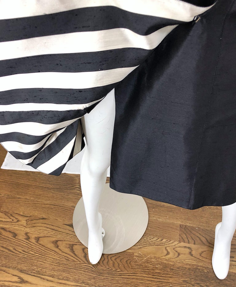 Vintage Bernard Perris Size 12 Black and White Striped 1990s Silk Dress In Excellent Condition For Sale In Chicago, IL