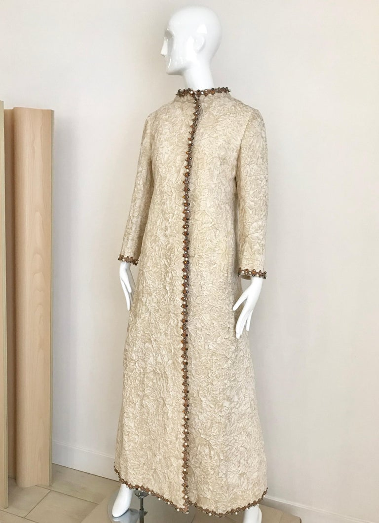 1960s Bill Blass Creme Crushed Velvet Maxi Dress with matching Coat In Good Condition For Sale In Beverly Hills, CA