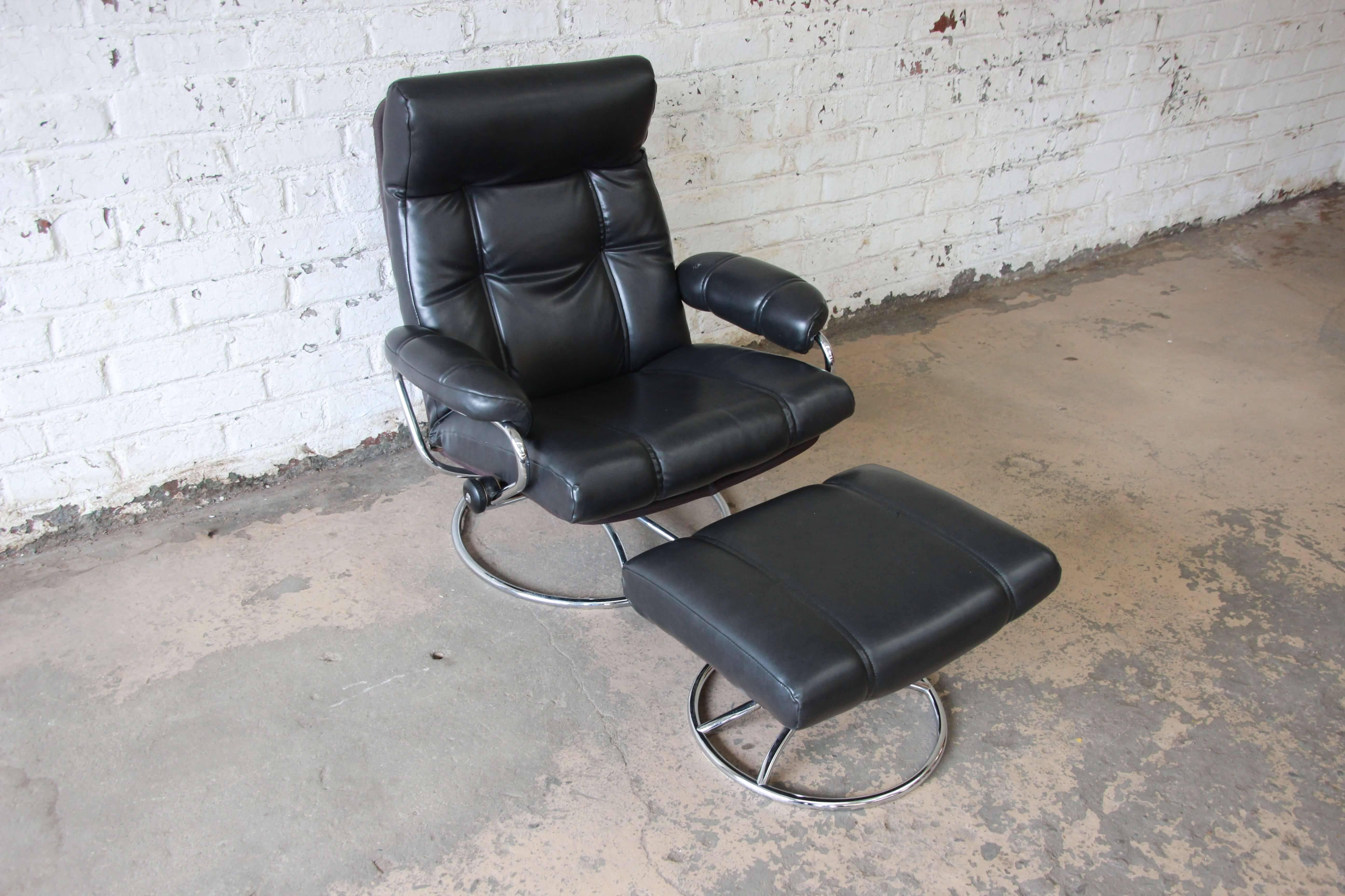 Scandinavian Modern Vintage Black Ekornes Stressless Chair And Ottoman For  Sale
