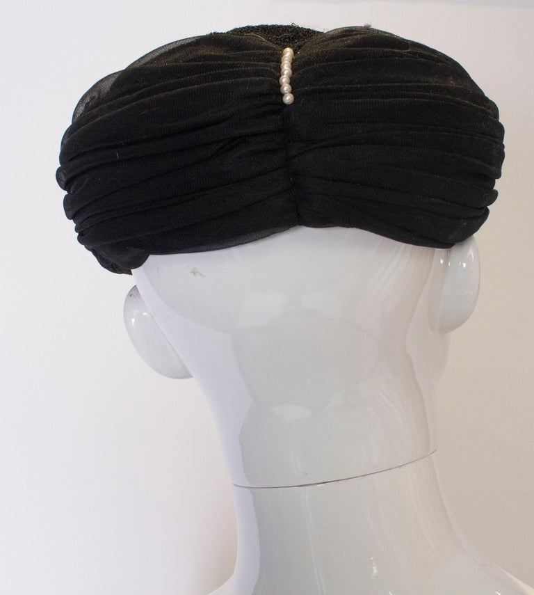 Vintage Black Hat with Pearl Detail In Good Condition For Sale In London, GB