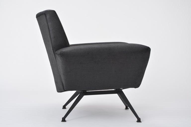 Mid-Century Modern Vintage Black Italian Lounge Chair Model 548 by Lenzi, 1960s For Sale