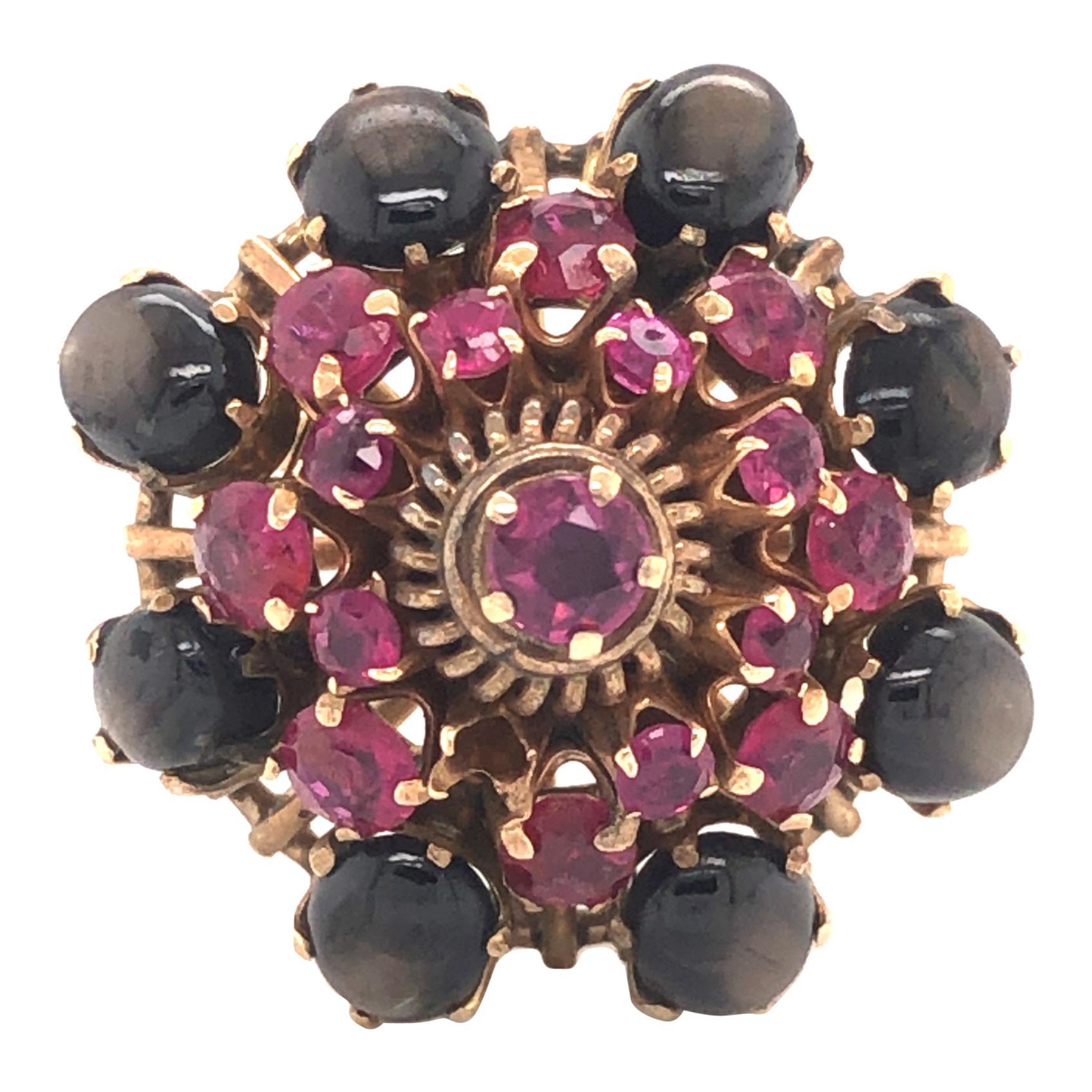 Vintage Black Star Sapphire and Ruby 18 Karat Yellow Gold Ring