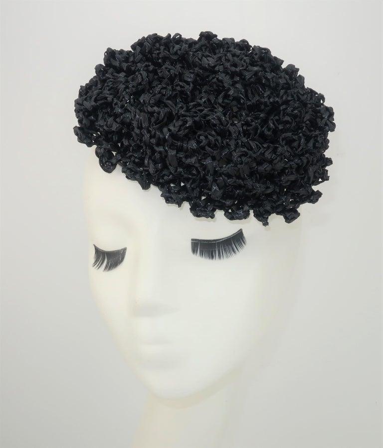 Vintage Black Straw Curlicue Fascinator Hat In Good Condition For Sale In Atlanta, GA