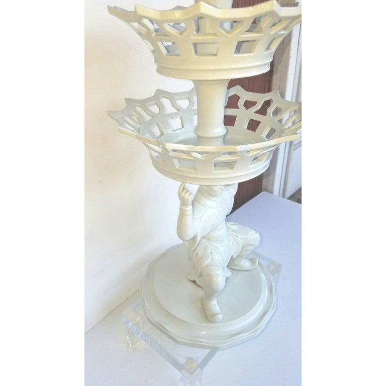 Vintage Blanc De Chine Chinoiserie Mottahedeh Epergne by Vista Alegre In Excellent Condition In Lambertville, NJ