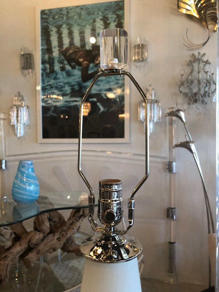 Vintage Blown Glass Murano Italy Table Lamps Pair of Lucite Base Chrome In Excellent Condition For Sale In West Palm Beach, FL