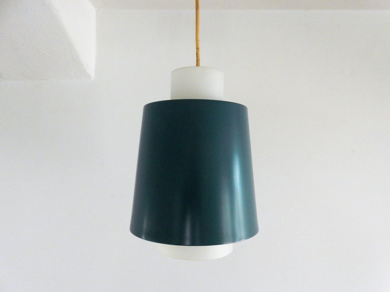 This is a nice fresh colored blue and white pendant lamp in the style of Philips. The shade is made of opaline glass and lacquered metal.