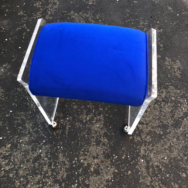 Vintage Blue Pillow Mid-Century Modern Lucite Bench or Stool For Sale 4
