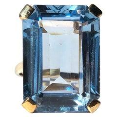 Vintage Blue Spinel and 18 Carat Gold Cocktail Ring
