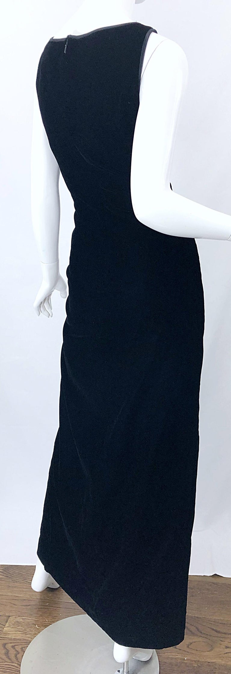Vintage Bob Mackie Size 14 Black Velvet 1990s Sleeveless Sweetheart 90s Gown For Sale 6