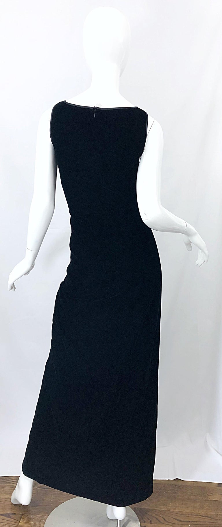 Vintage Bob Mackie Size 14 Black Velvet 1990s Sleeveless Sweetheart 90s Gown For Sale 8
