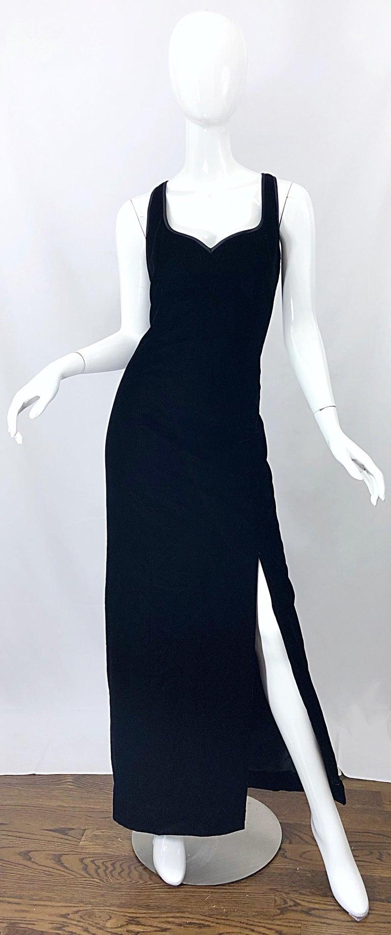 Vintage Bob Mackie Size 14 Black Velvet 1990s Sleeveless Sweetheart 90s Gown For Sale 9