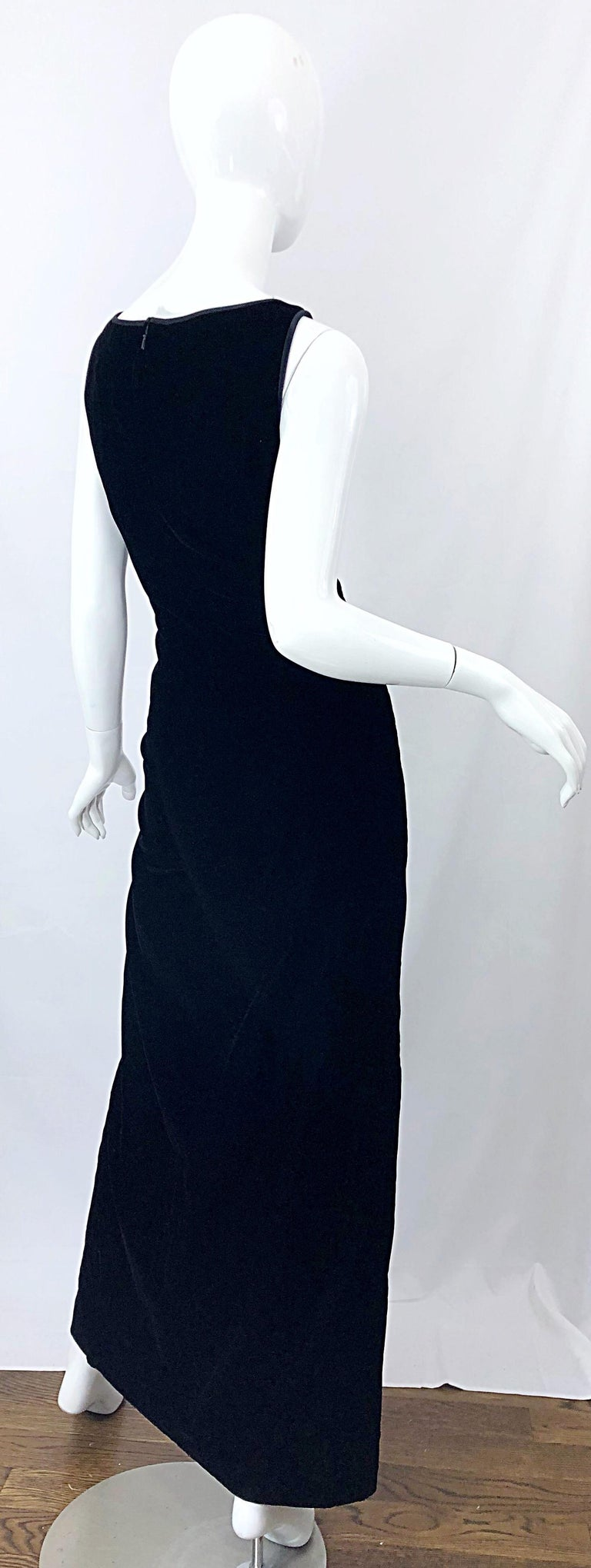 Vintage Bob Mackie Size 14 Black Velvet 1990s Sleeveless Sweetheart 90s Gown In Excellent Condition For Sale In Chicago, IL