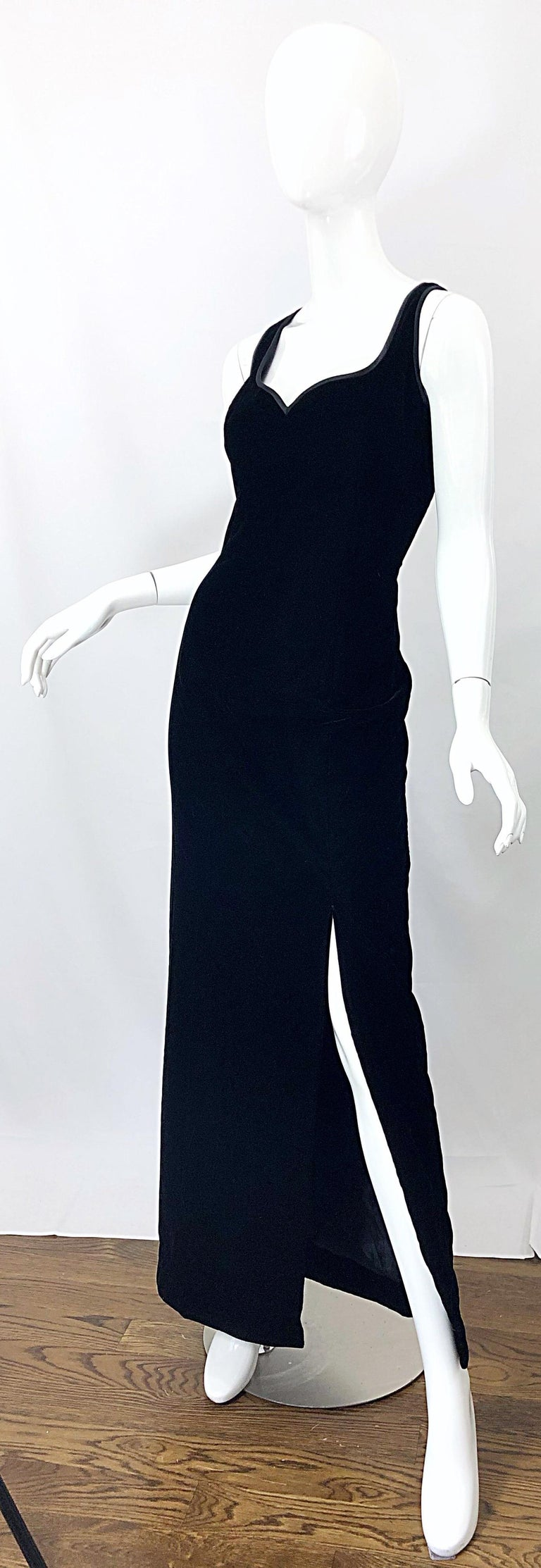 Women's Vintage Bob Mackie Size 14 Black Velvet 1990s Sleeveless Sweetheart 90s Gown For Sale