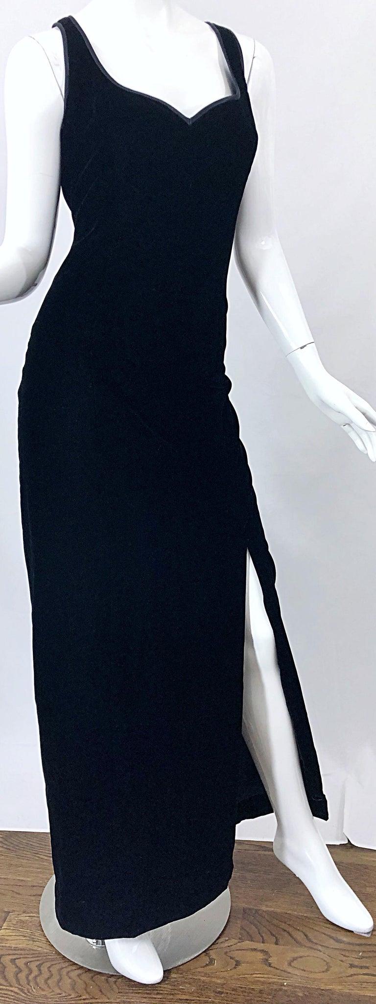 Vintage Bob Mackie Size 14 Black Velvet 1990s Sleeveless Sweetheart 90s Gown For Sale 1