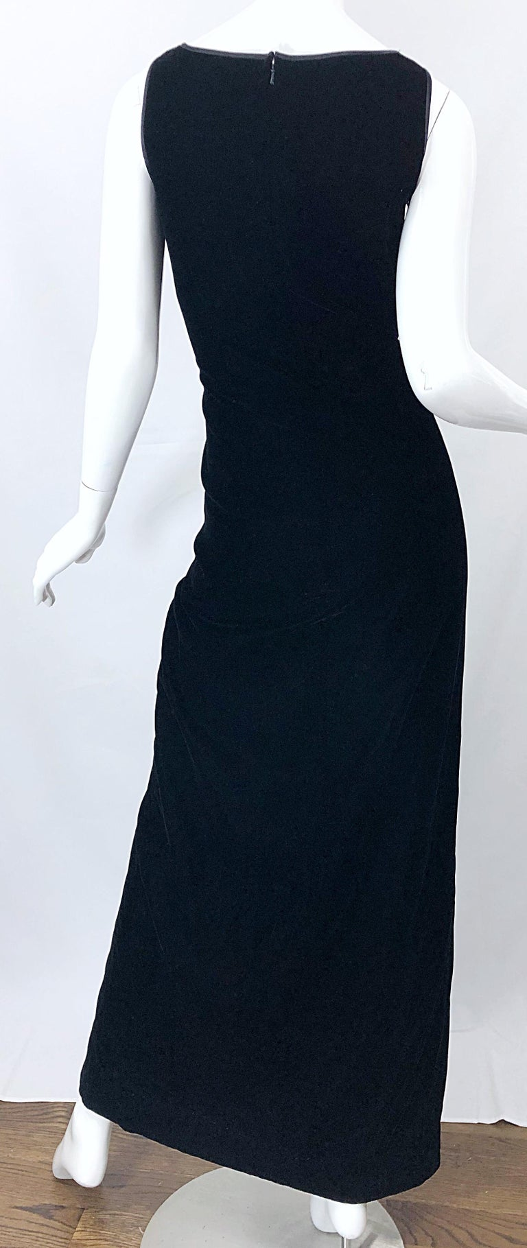 Vintage Bob Mackie Size 14 Black Velvet 1990s Sleeveless Sweetheart 90s Gown For Sale 2
