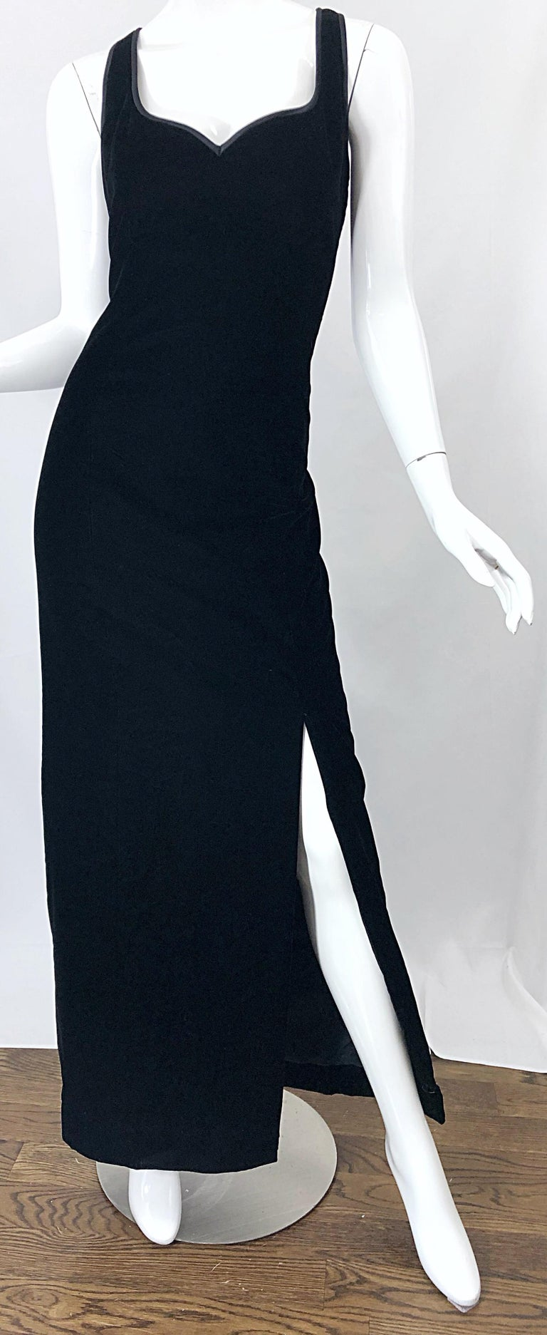 Vintage Bob Mackie Size 14 Black Velvet 1990s Sleeveless Sweetheart 90s Gown For Sale 4
