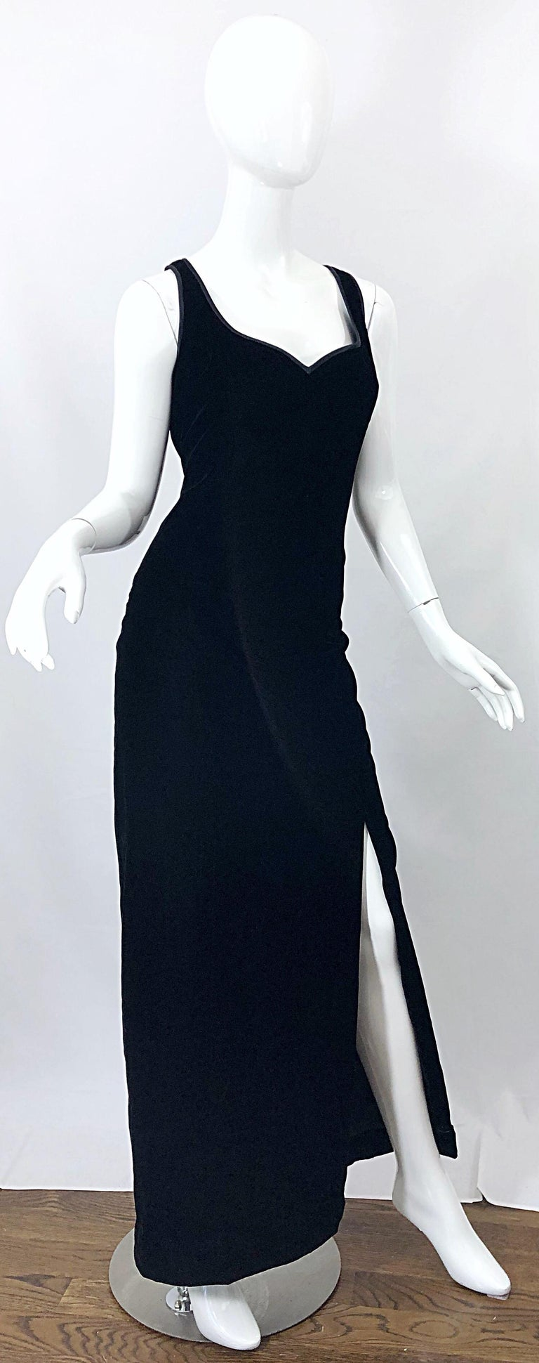 Vintage Bob Mackie Size 14 Black Velvet 1990s Sleeveless Sweetheart 90s Gown For Sale 5