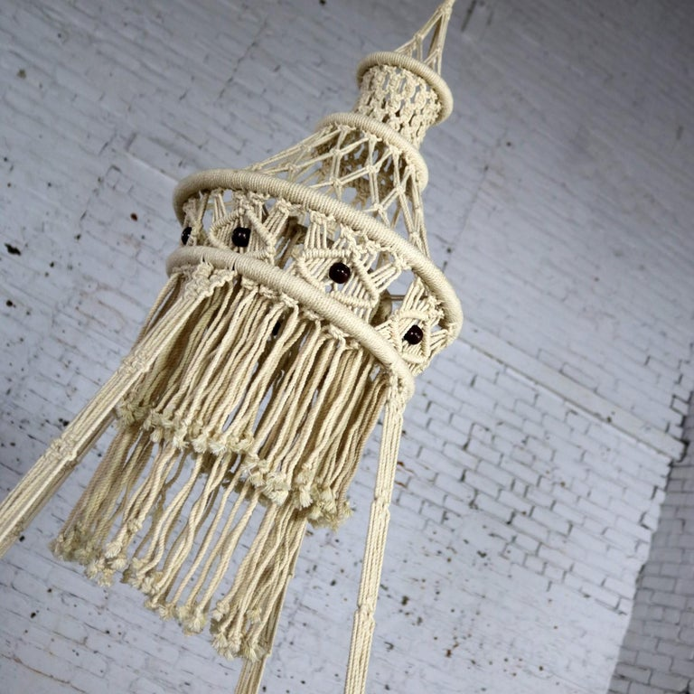 Vintage Bohemian White Macramé Hanging Table with Round Glass Top In Good Condition For Sale In Topeka, KS