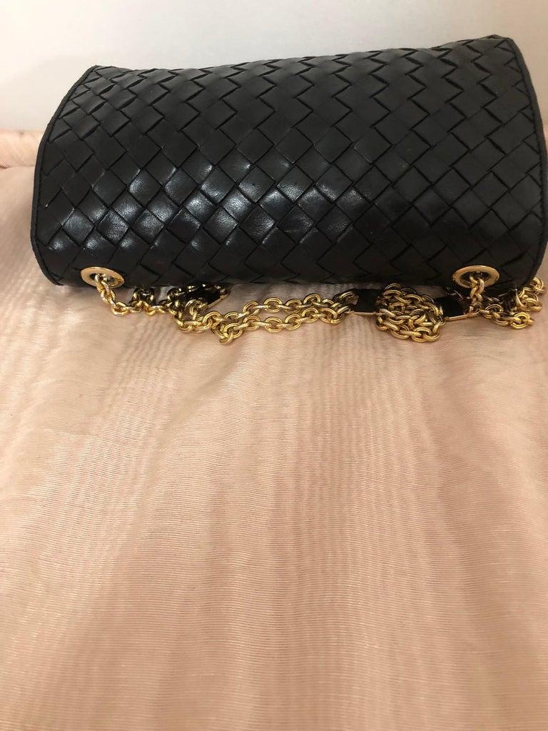 Vintage Bottega Veneta Black Intrecciato Handbag with Chain Strap In Good Condition For Sale In Port Hope, ON
