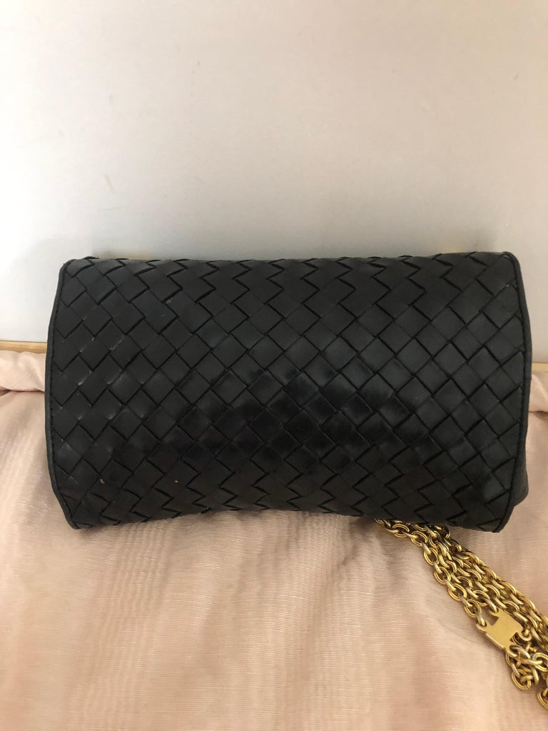 Women's Vintage Bottega Veneta Black Intrecciato Handbag with Chain Strap For Sale