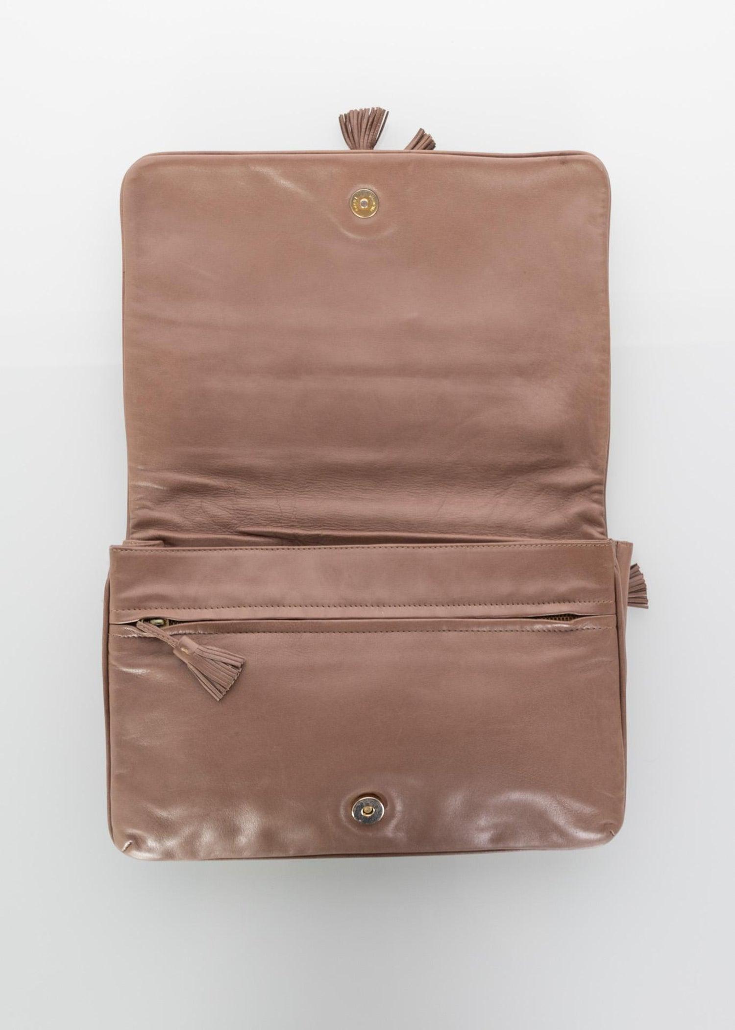 01761b9a64a8 Vintage Bottega Veneta Intrecciato Leather Tassel Clutch Bag For Sale at  1stdibs