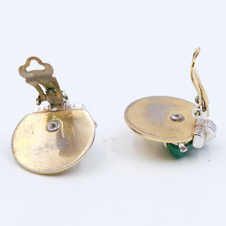Women's or Men's Vintage Boucher Earrings with green glass 1950s For Sale