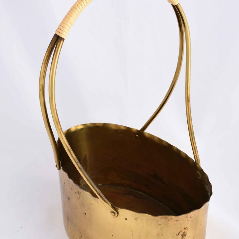 Handle bowl is an original decorative object realized in the 1960s. 