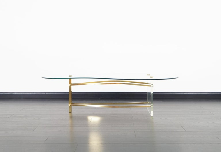 American Vintage Brass and Lucite Kidney Shaped Coffee Table For Sale