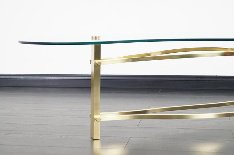 Vintage Brass and Lucite Kidney Shaped Coffee Table For Sale 1