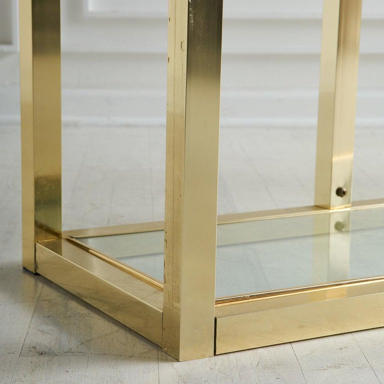 Vintage Brass Étagère with Glass Shelves In Good Condition For Sale In Chicago, IL